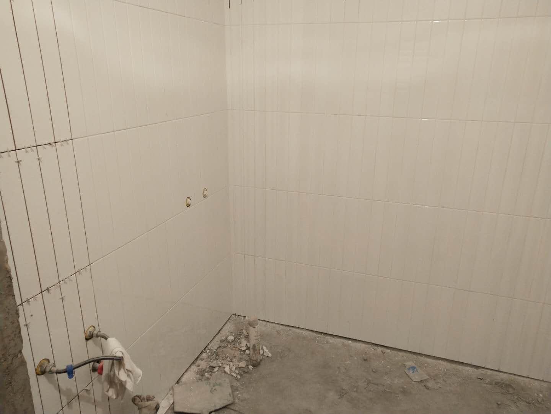 天津鹤立装修——水晶城瓦工铺砖施工中,注意这个细节很重要!