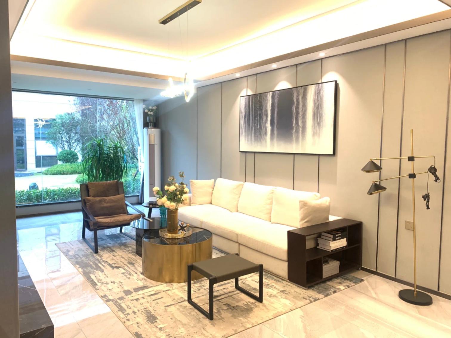 天津鹤立装修案例——130平现代三室两厅,这样的新房很大气!
